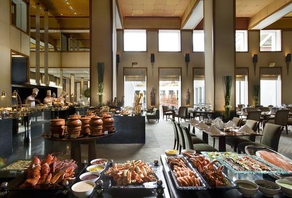 2016-04-21-1461218681-7623297-dining_sukhothai_sunday_brunch_at_colonnade.jpg