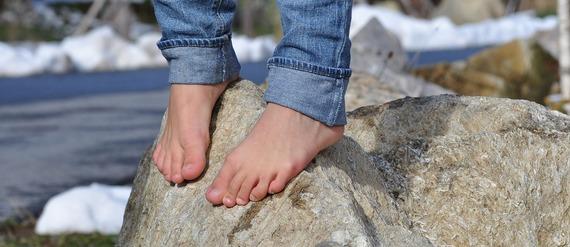 2016-04-21-1461262121-4793317-barefoot504140_1920.jpg