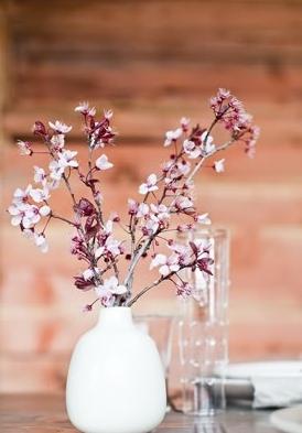 2016-04-21-1461270427-6863678-flower_vase.jpg