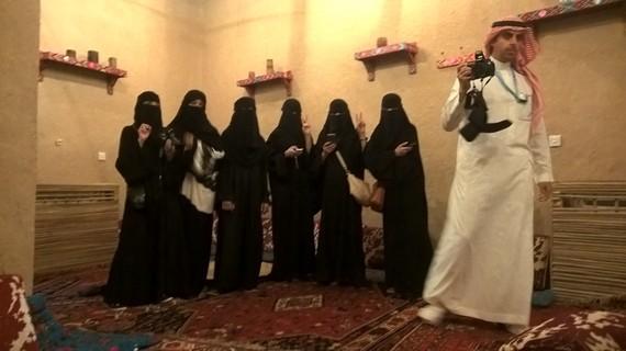 2016-04-21-1461277207-2471776-Saudiwomen.jpg