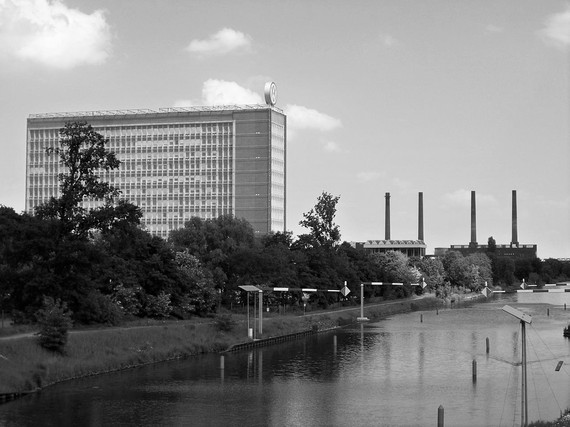 2016-04-22-1461315533-9842258-1280pxWolfsburg_VWHochhaus_und_Kraftwerkgrau.jpg