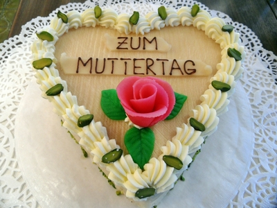 2016-04-22-1461359966-9612941-germanmothersdaycake.jpg