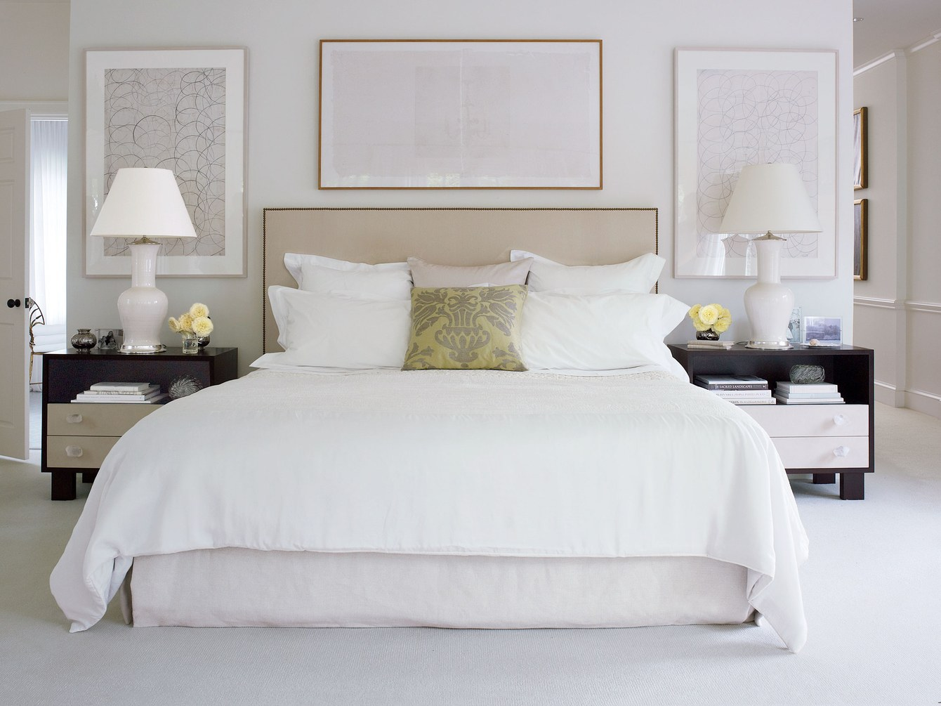 4 Secrets to Perfect White Bed Linens | HuffPost Life on 2016 master bathroom, 2016 kitchen decorating ideas, 2016 master bedroom design,