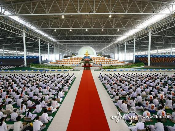 Inside The Commercialism Of The Dhammakaya Temple Huffpost
