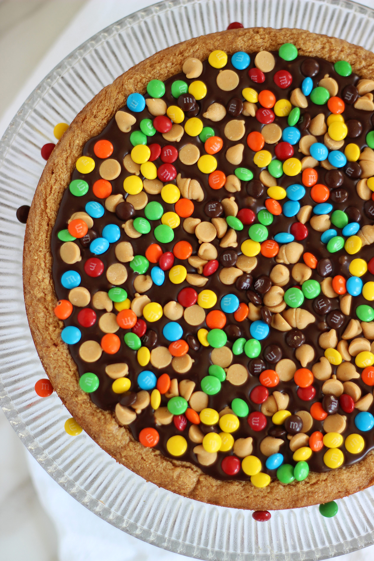 Get the Chocolate Peanut Butter Cookie Pizza recipe !