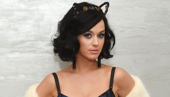 2016-05-06-1462572295-6984293-KatyPerryAppleCiderVinegar870x500.jpg