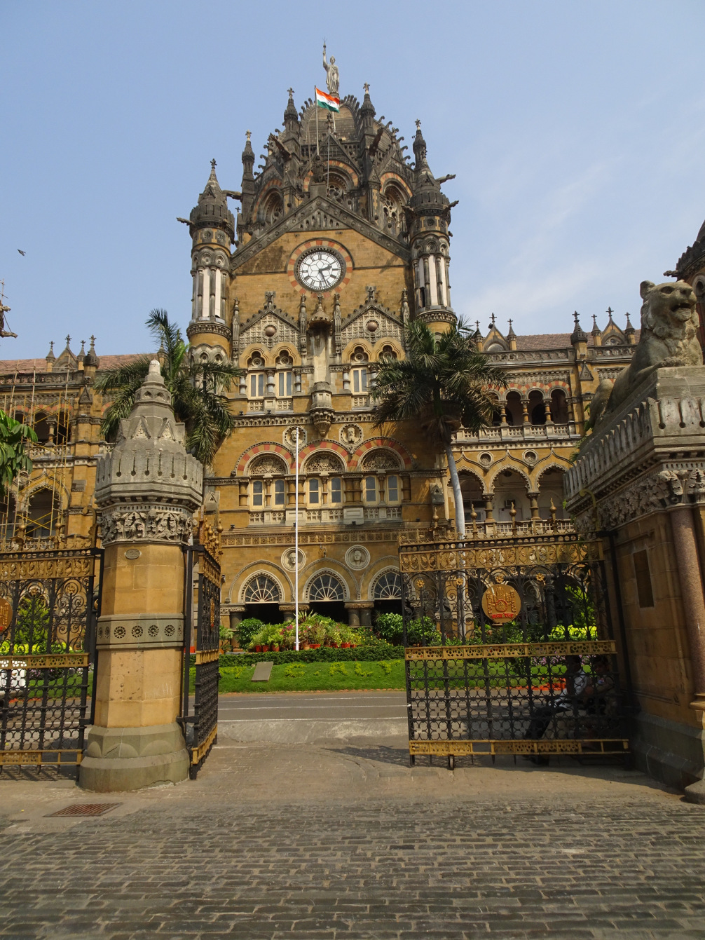 life of mumbai The need: poverty in india mumbai is home to 22 million people, and over 70% live in slums little autonomy in the household and bad quality of life.