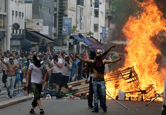 2016-05-23-1464013806-3611130-MuslimYouthRiots_SarcellesFrance.jpg