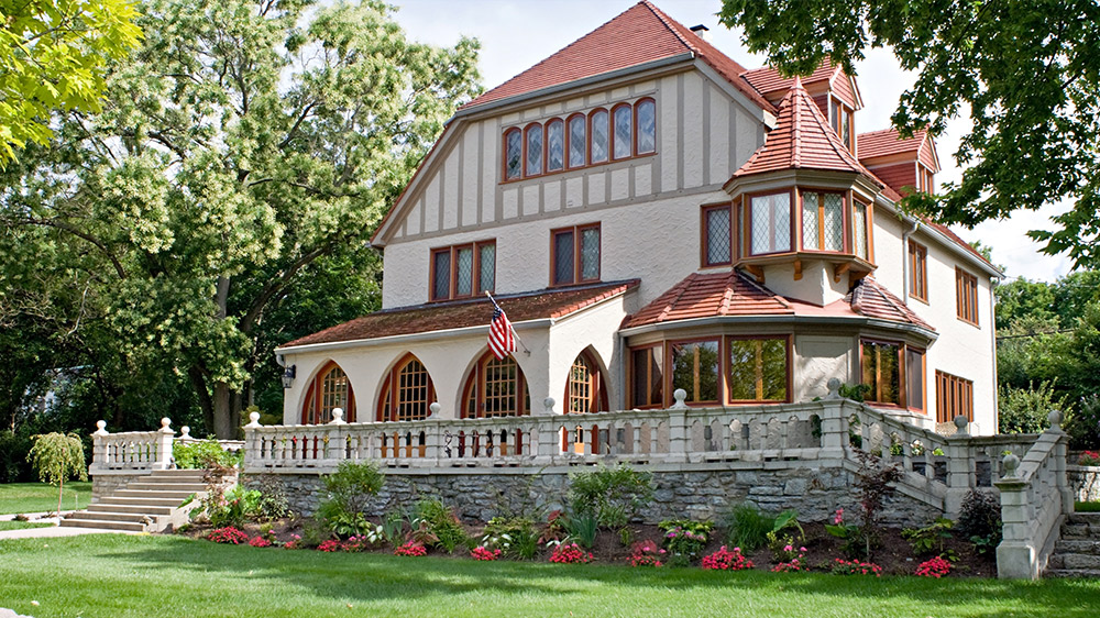 7 ways to determine a home 39 s architectural style huffpost for Popular architectural styles
