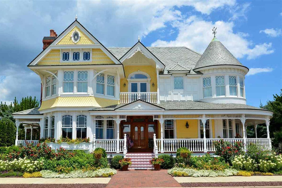 7 ways to determine a home 39 s architectural style huffpost for Residential architecture styles