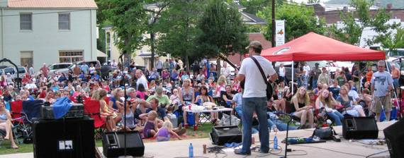 2016-05-23-1464037338-4550064-Dahlonega_Live_Music_credit_Dahlonega_Main_Street_Program.JPG