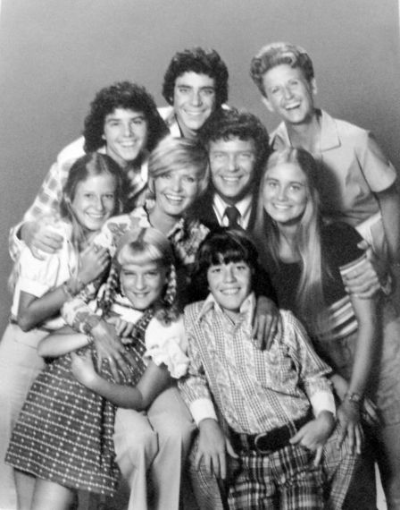 2016-05-24-1464071478-9108631-1024pxBrady_Bunch_full_cast_1973.JPG