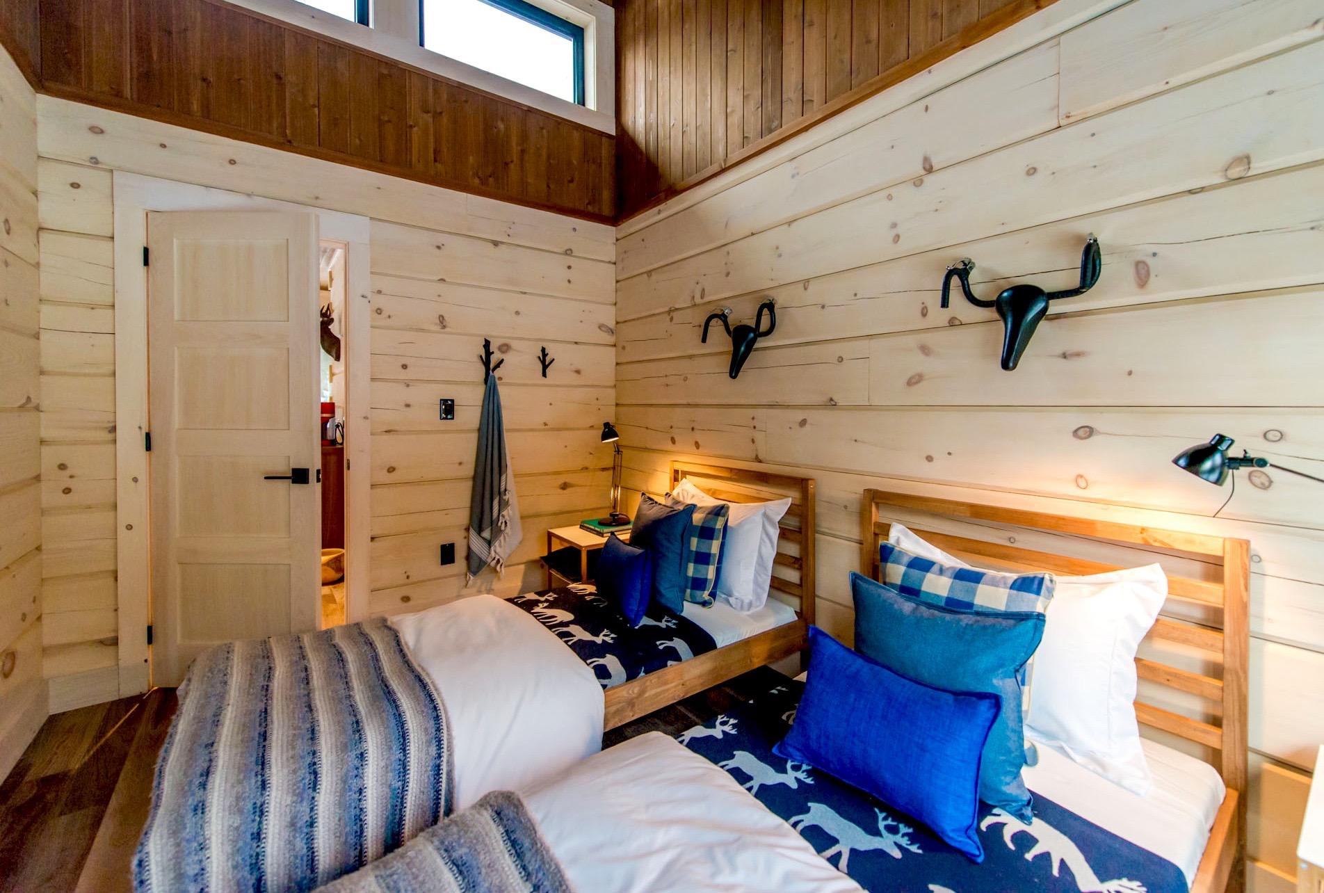 The modern log cabin for Bunkie interior designs