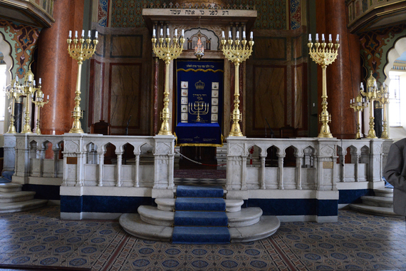 2016-05-30-1464606740-8359587-Synagoge.jpg