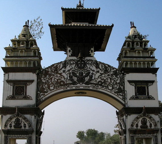 2016-06-02-1464831481-2873861-IndianNepalese_border_gate_at_Birgunj.jpg