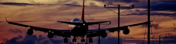 2016-06-06-1465211385-6278732-planelandingcloudsnightairportaircraftsandplanes_03.jpg