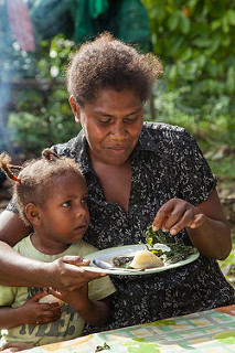 A mother and daughter share a meal in the Solomon Islands. Photo: F. Milovac (WorldFish)