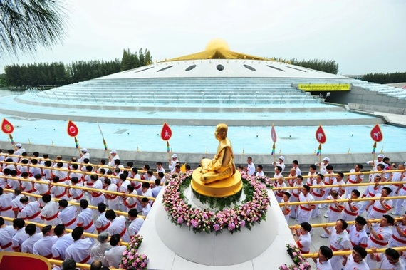 Why Is Wat Phra Dhammakaya So Controversial Huffpost