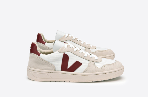 2016-06-13-1465822034-5221434-VEJA_V10_CANVASBMESH_WHITE_NATURAL_MARSALA_lateral_par.jpg