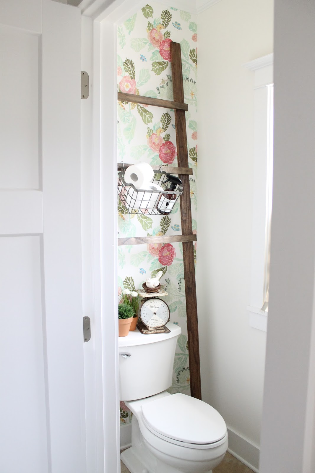5 ways to add extra storage to a small bathroom huffpost for Bathroom decor nz