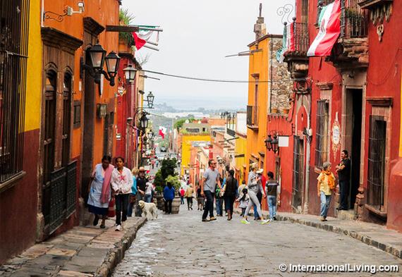 2016-06-20-1466445914-5211539-hpBusyStreetSanMigueldeAllendeMexico.jpg