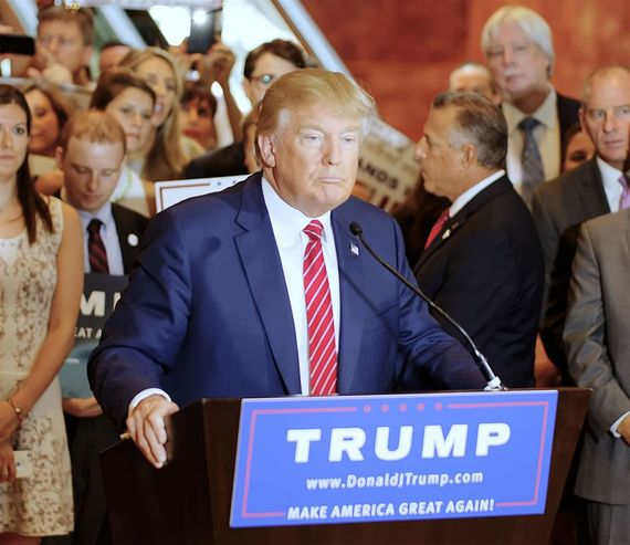 2016-06-23-1466686194-631172-Donald_Trump_Signs_The_Pledge_04.jpg