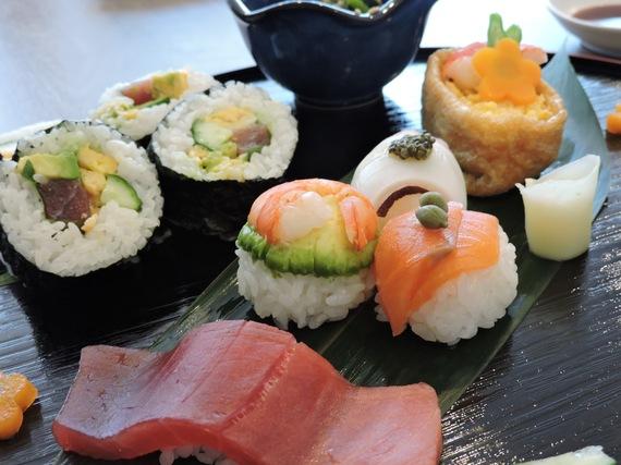 2016-06-23-1466713925-1171775-SushiBallsTsukijiCooking2mylifesamovie.com.jpg