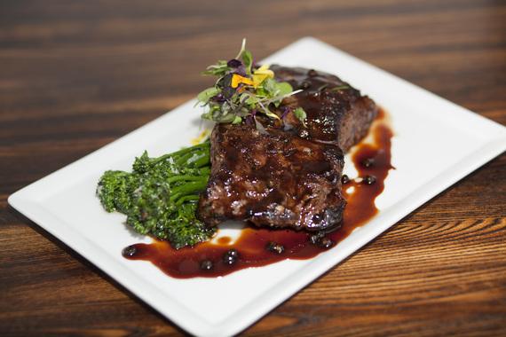 2016-06-29-1467208589-7572299-LADarrensRestaurantAmericanMeatSteakandbroccoli.jpg