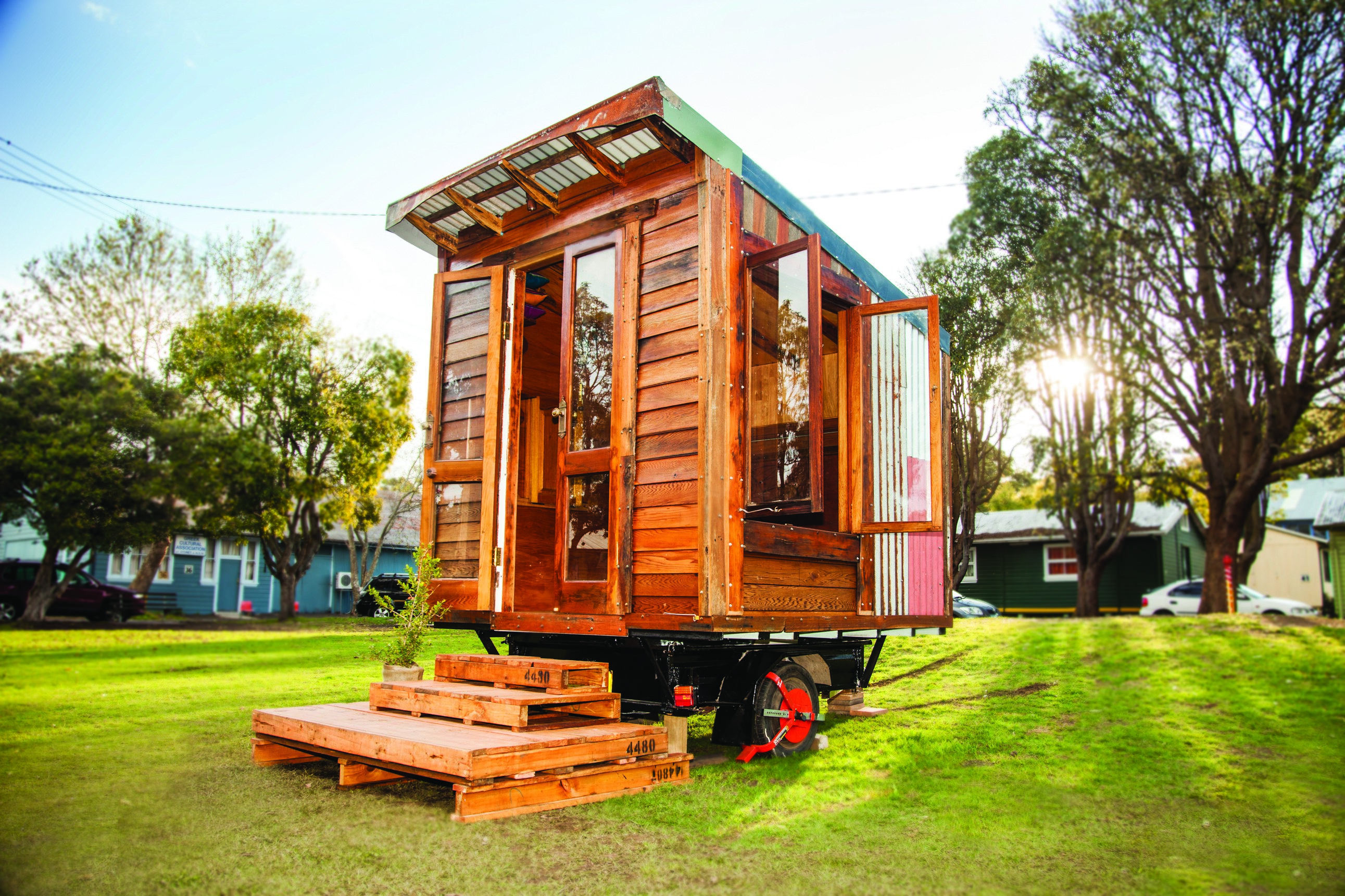 5 Tiny Houses Made From Recycled Materials Huffpost Life House Wiring Under Floorboards 2016 06 29 1467227419 6633518 4tinyhousesrecycledmaterials03
