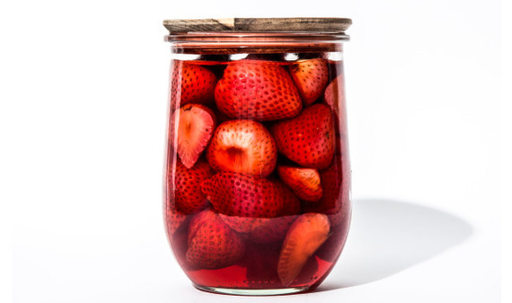 2016-07-01-1467387743-6128724-quickpickledstrawberries620x367.jpg