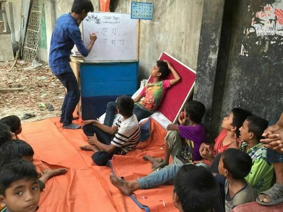 バングラデシュの青空教室