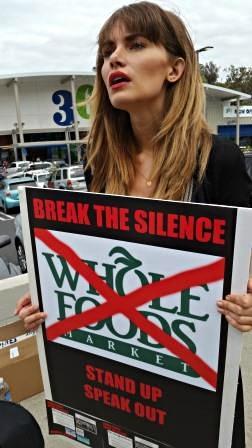 2016-07-19-1468968530-1795599-WholeFoodsProtestMackeyGafniSexualAbuse_Nikki_DuBose19.jpg