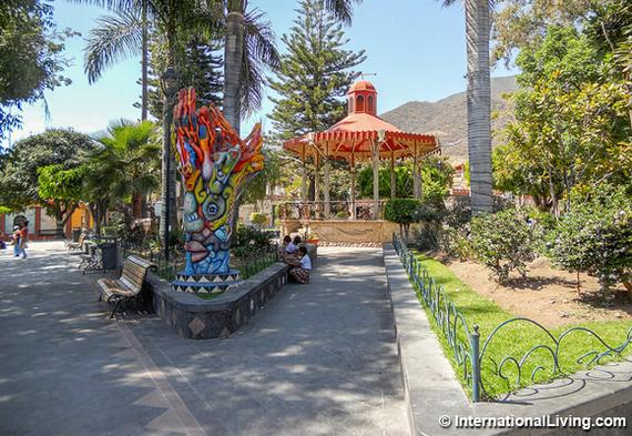 2016-07-23-1469291026-3221976-hpPublicparkinAjijicMexico.jpg