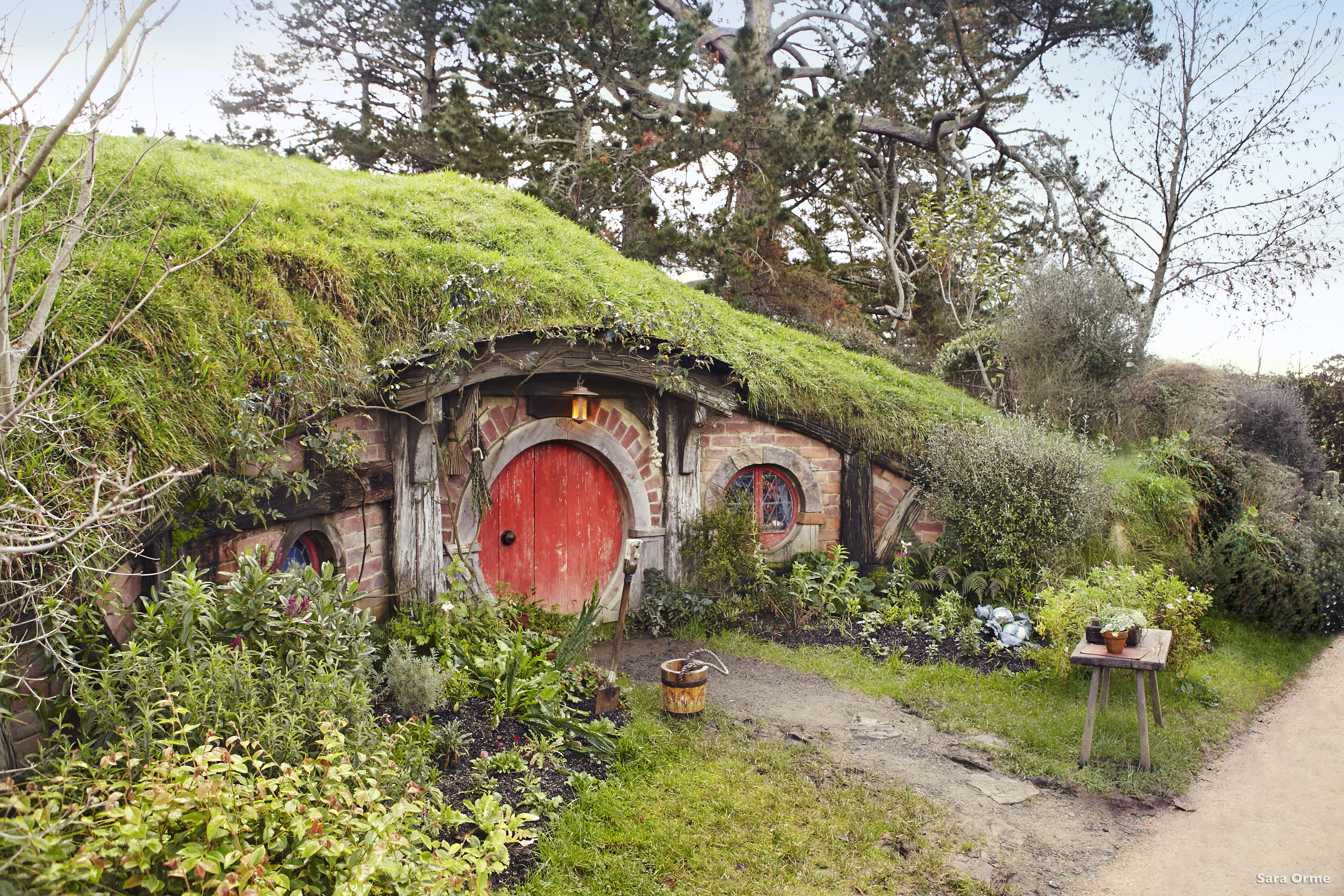 visit the real hobbiton in new zealand huffpost canada. Black Bedroom Furniture Sets. Home Design Ideas