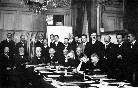 2016-07-26-1469493188-1408852-1280px1911_Solvay_conference.jpg