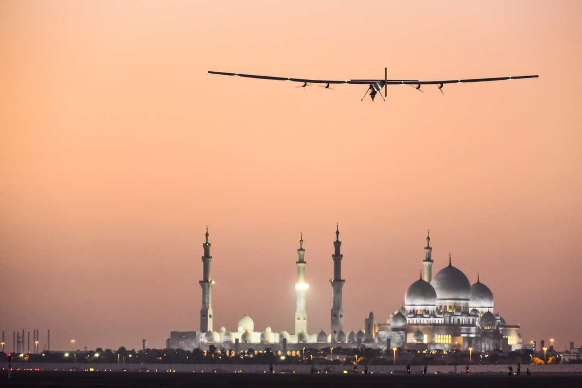 2016-07-26-1469557114-5510459-SolarImpulselanding.jpeg