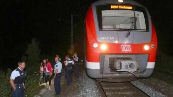 2016-07-26-1469573155-5190503-Trainaxeattack.jpg