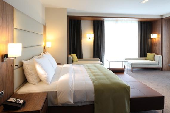 2016-07-27-1469649725-873402-HotelRoom.jpg