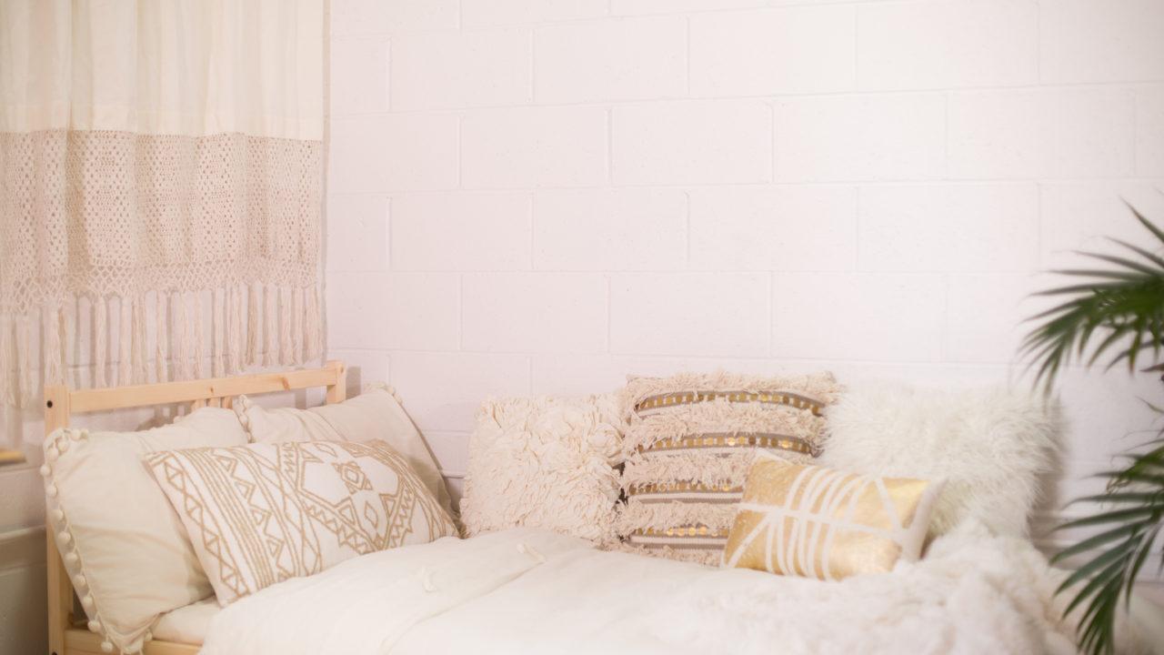 Dorm Room Decor 3 Ways Huffpost Life