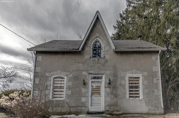 2016-08-02-1470102703-2133268-AbandonedGothicRevivalhouse.jpg