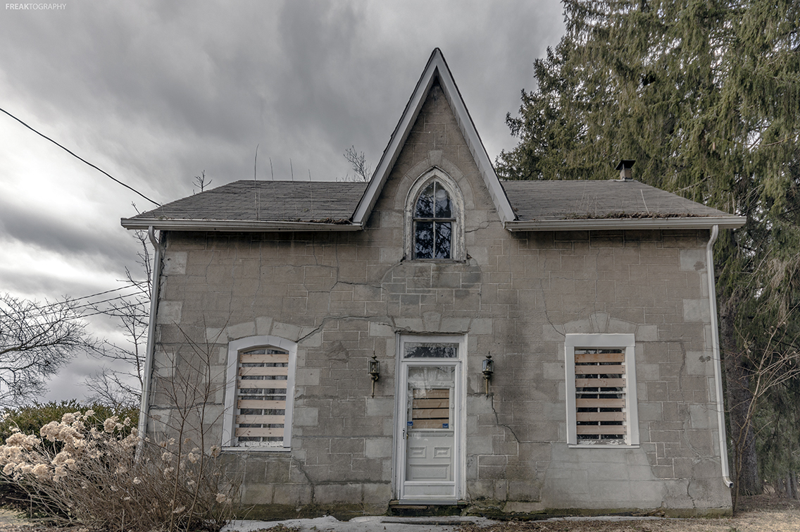 A dying breed ontario 39 s forgotten abandoned houses for Gothic revival homes for sale