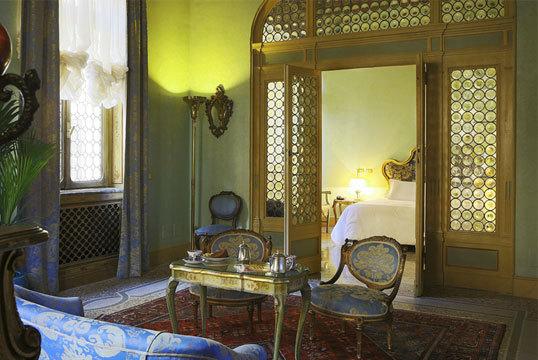 2016-08-05-1470388141-4515783-HotelLocarno.jpg