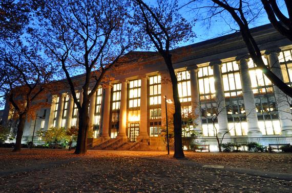2016-08-12-1470966033-4519455-Harvard_Law_School_Library_in_Langdell_Hall_at_night.jpg