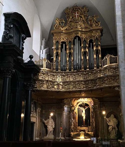 2016-08-23-1471967627-4468719-CathedralorganchapelAbuFadil.jpg
