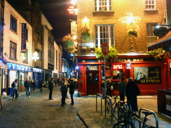 2016-08-24-1472058646-1918689-Temple_Bar_Dublin_at_Night_Wikipedia.jpg