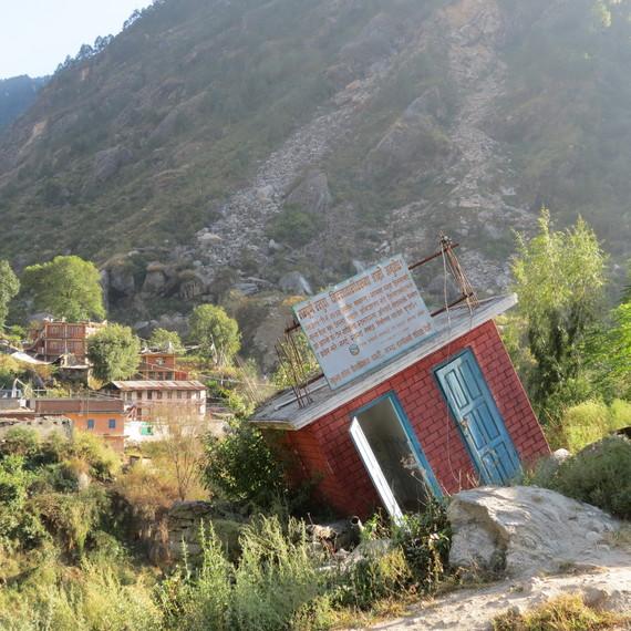 2016-08-31-1472672068-4545687-NepalEarthquake1.JPG