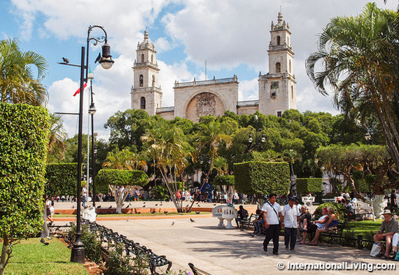 2016-09-02-1472811182-4674289-hpPlazaGrandeMeridaMexico.jpg