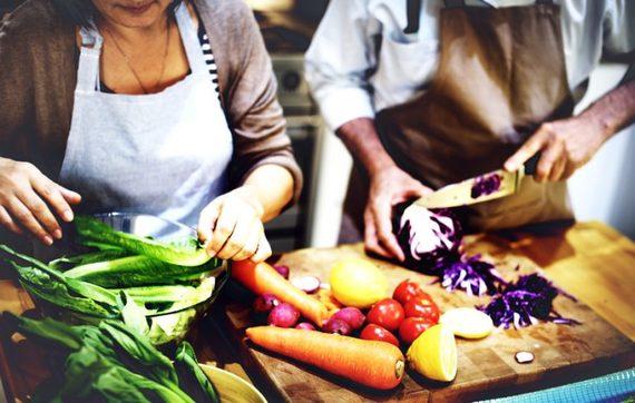 http://images.huffingtonpost.com/2016-09-04-1473013608-6551599-VegetarianandVeganDietLifetimeDaily-thumb.jpg