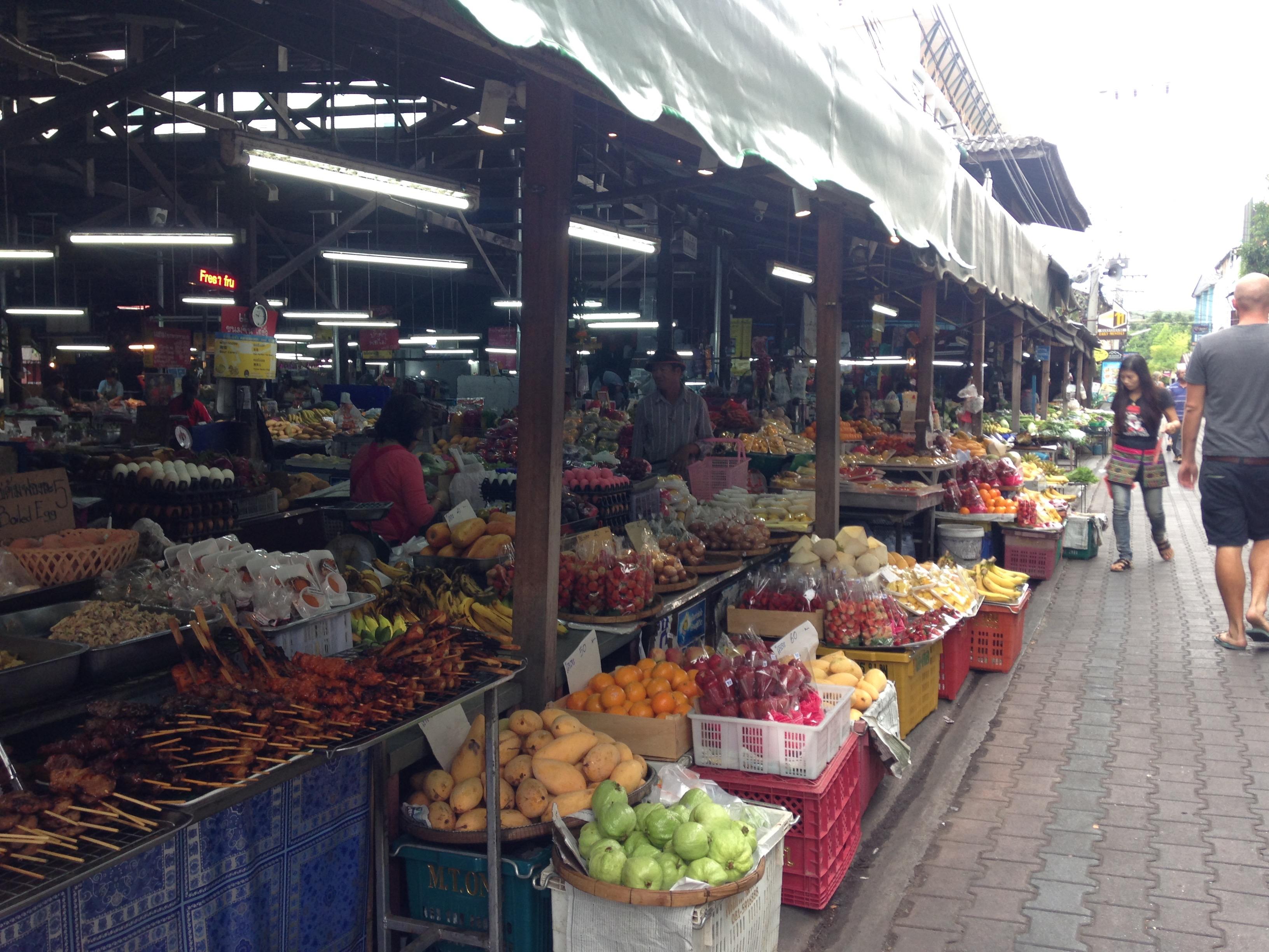 チェンマイの果実・野菜商店街