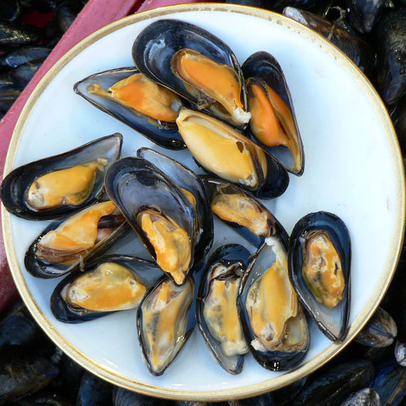 2016-09-09-1473428438-9565458-Mussels_at_Trouville_fish_market.jpg